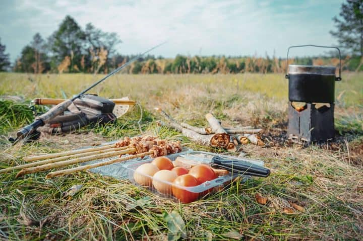 Camp cooking without table