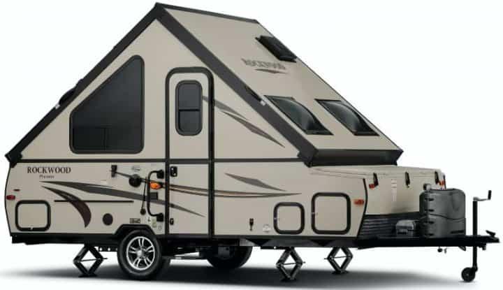 Hard side pop up camper