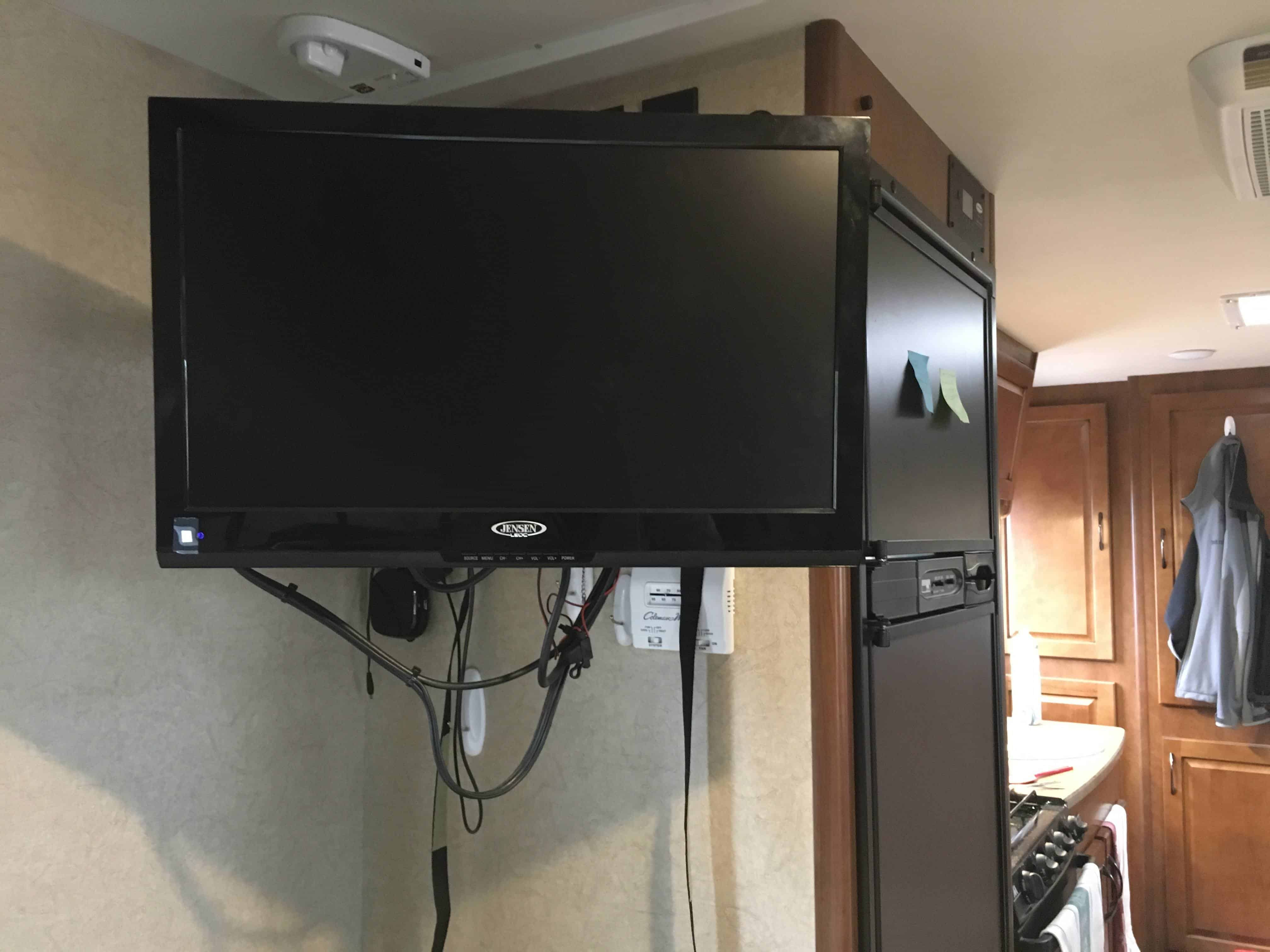 What is the Best 12 Volt TV for RVs in 2019? - Camp Addict