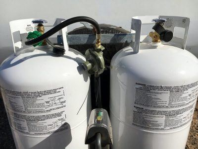 Kelly's RV propane tanks with single tank regulator